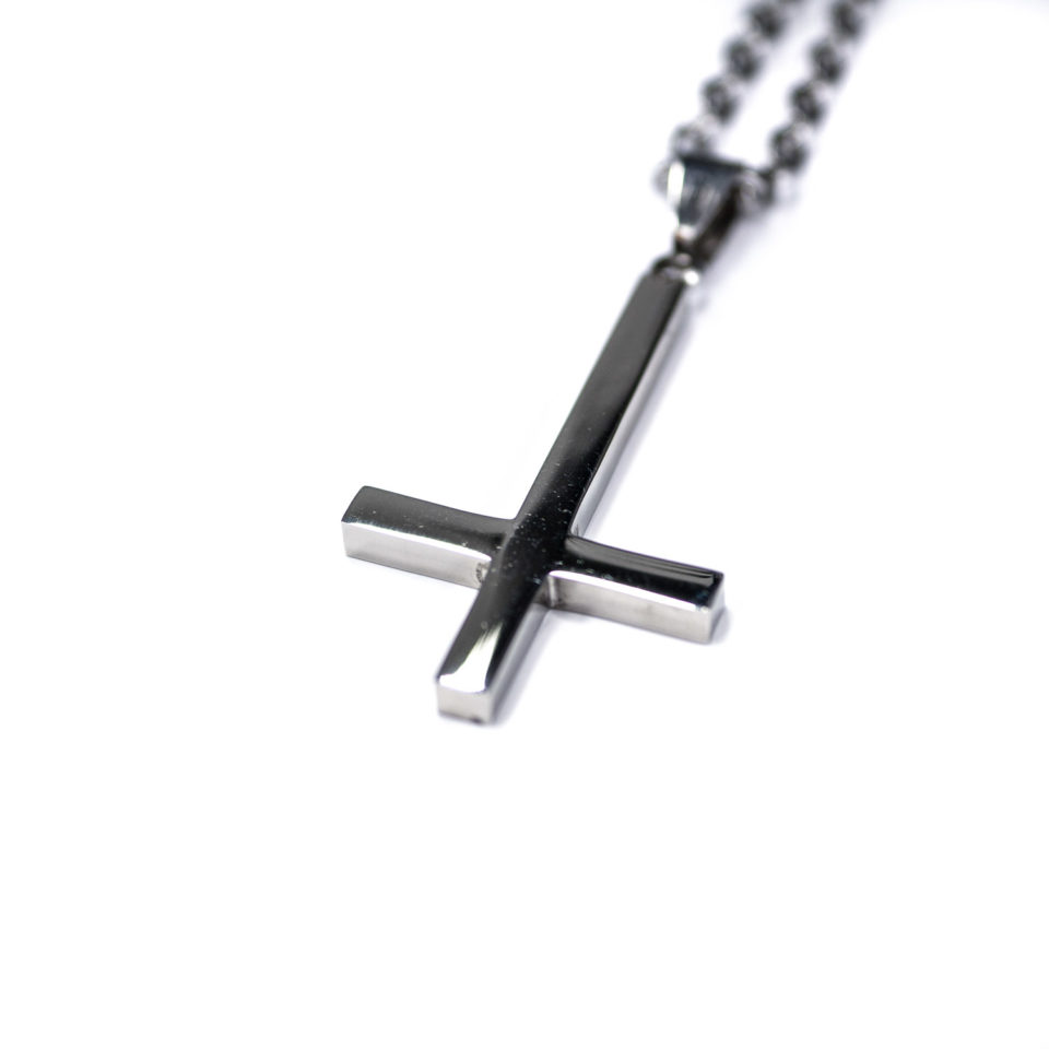 Upside Down cross pendant - Zoom