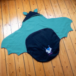 Baby Goth Decke: Babyfledermaus-Wrap - ganz