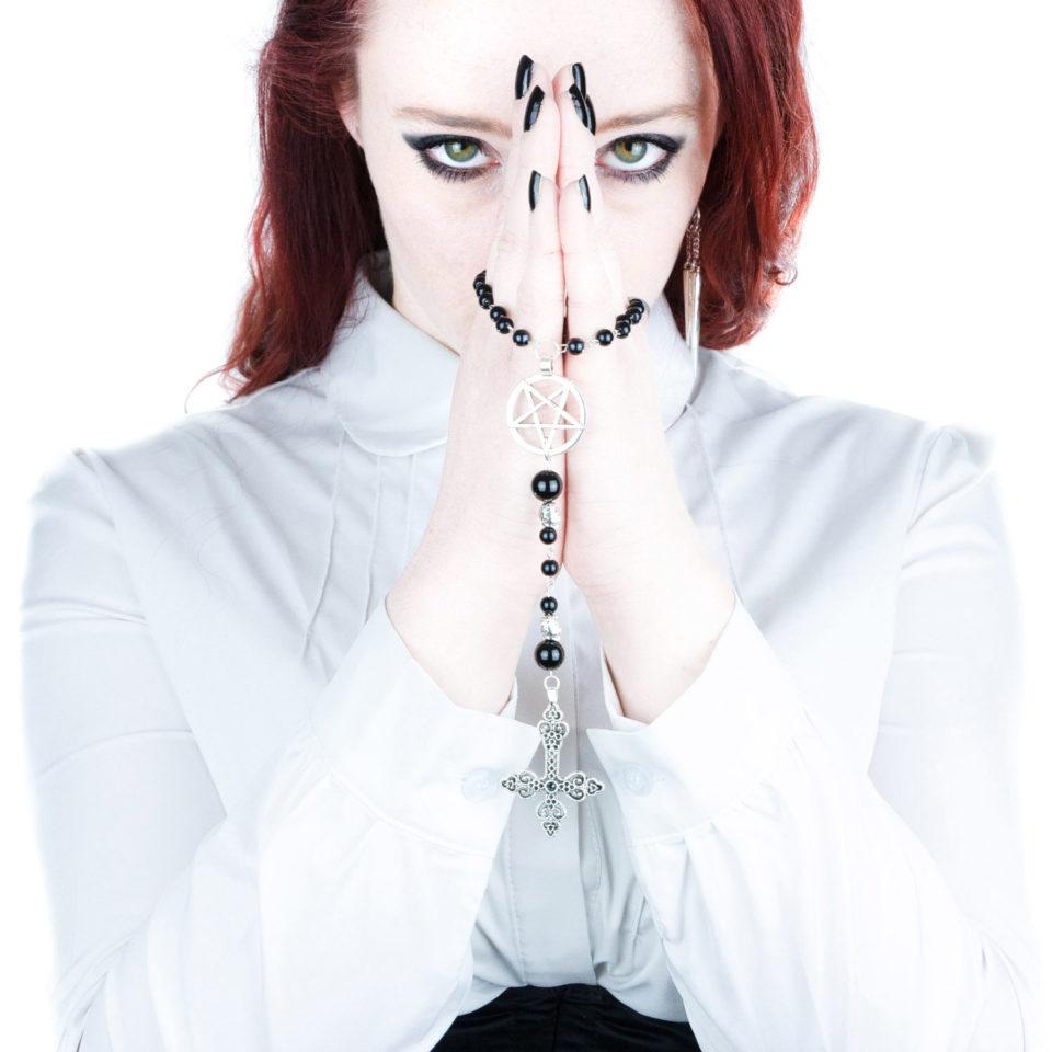 Gothic Rosenkranz Pentagramm - Gothgirl