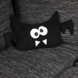 Fledermaus Kissen Flederkissen - auf Couch